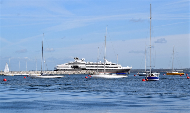 Cruise and cruise ships that visit Cowes Harbour on the Isle of Wight