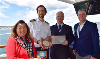 HANSEATIC Nature makes inaugural call to Cowes